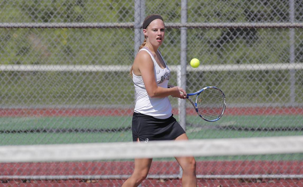 Women's Tennis takes loss at Saint Vincent