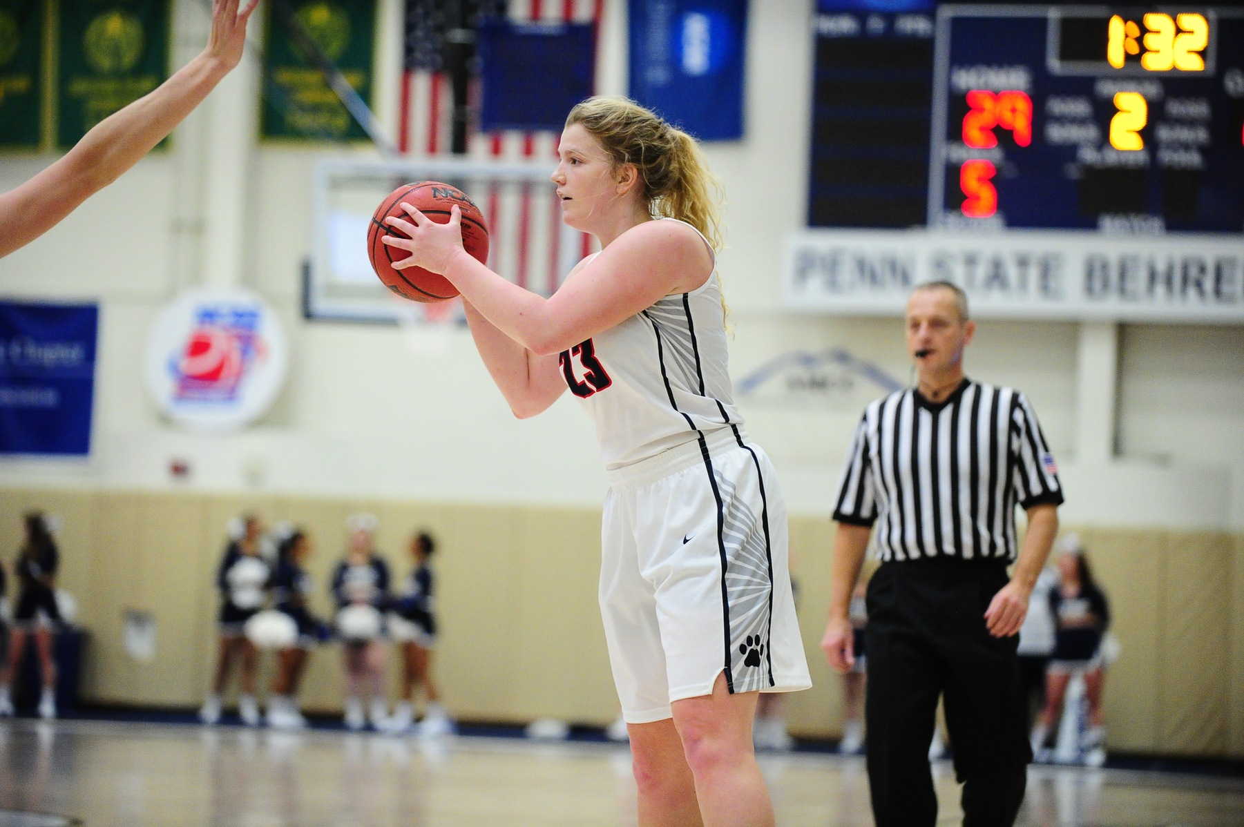 Panthers Start and Finish Strong For Win over Women's Basketball
