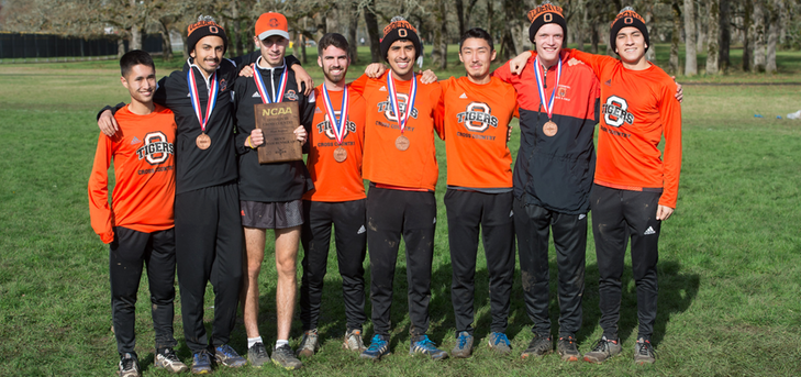 Oxy Finishes 2nd in West, Headed to Nationals