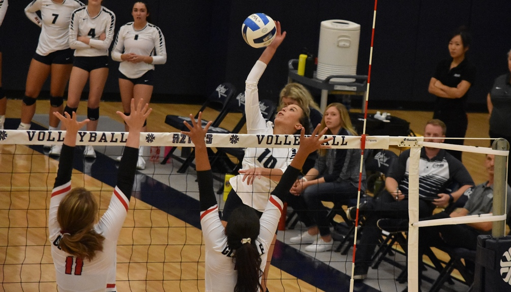 Freshman Jade Romine (Canyon del Oro HS) led the Aztecs with eight kills and also produced 14 digs and two aces but the Aztecs fell in straight sets to Eastern Arizona College 25-20, 25-23, 25-20. The Aztecs are now 10-10 overall and 3-5 in ACCAC play. Photo by Ben Carbajal