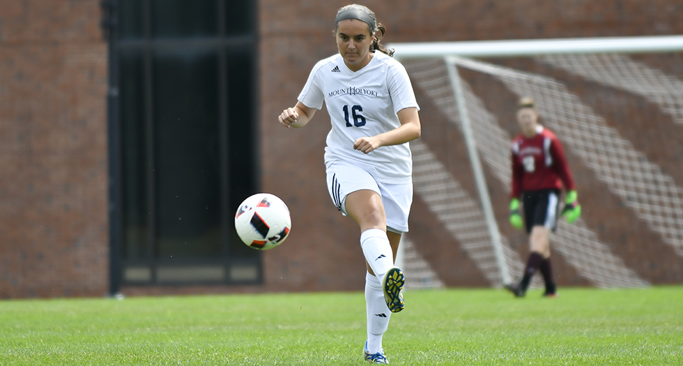 Photo of Soccer's Suz Rose making a play on the ball.