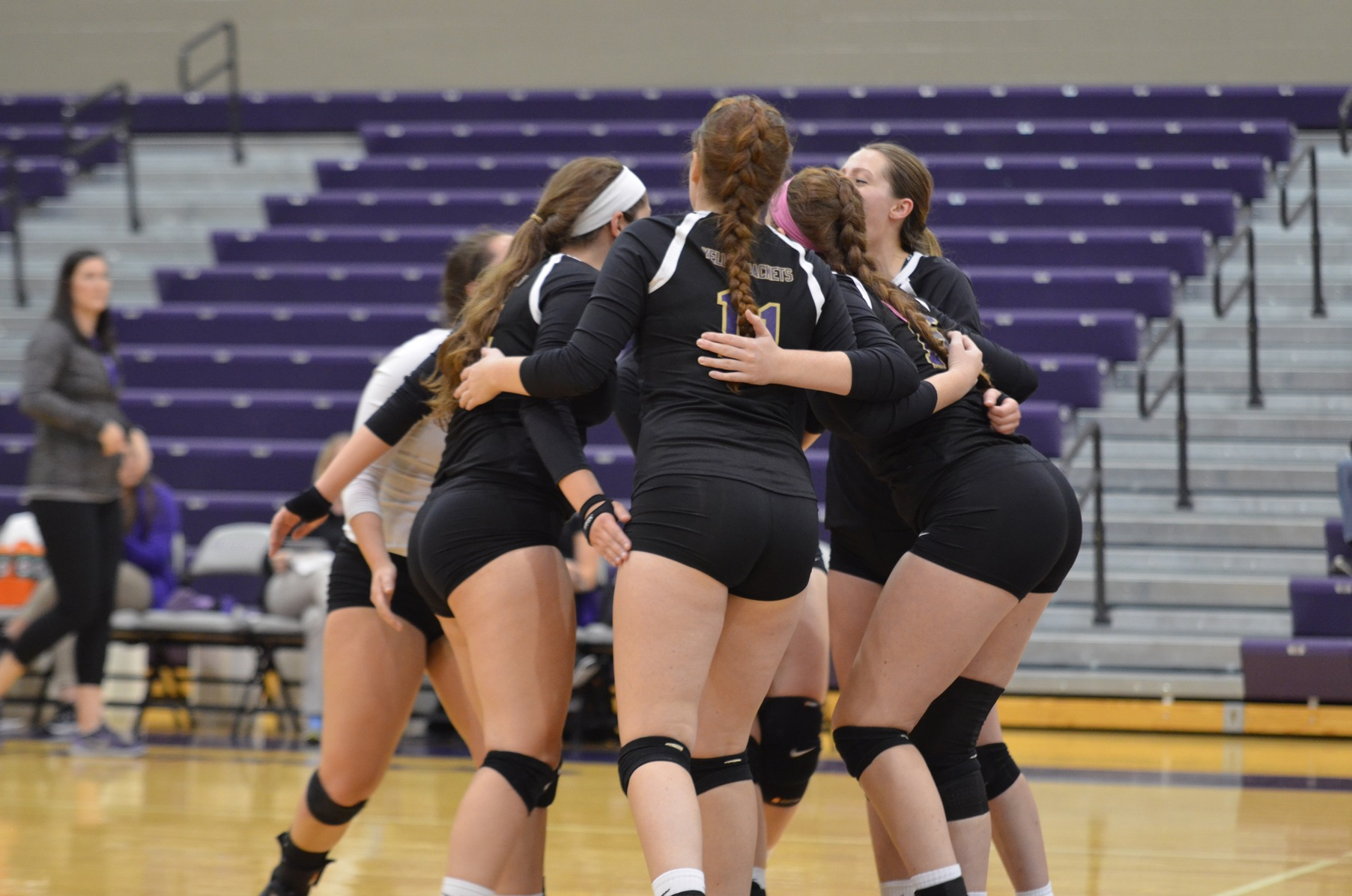 Volleyball Picks Up Road Win Against Capital