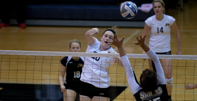 Volleyball sweeps weekend matches