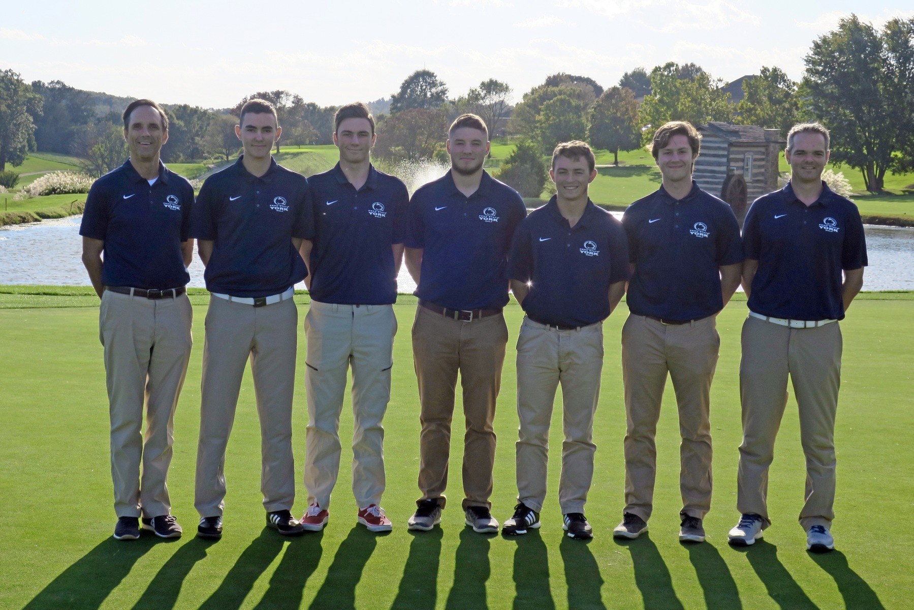 Brent Williams (center), with the 2018 Penn State York golf team.
