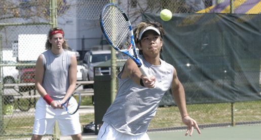 Golden Eagle men's tennis team sweeps past Cougars, 7-0