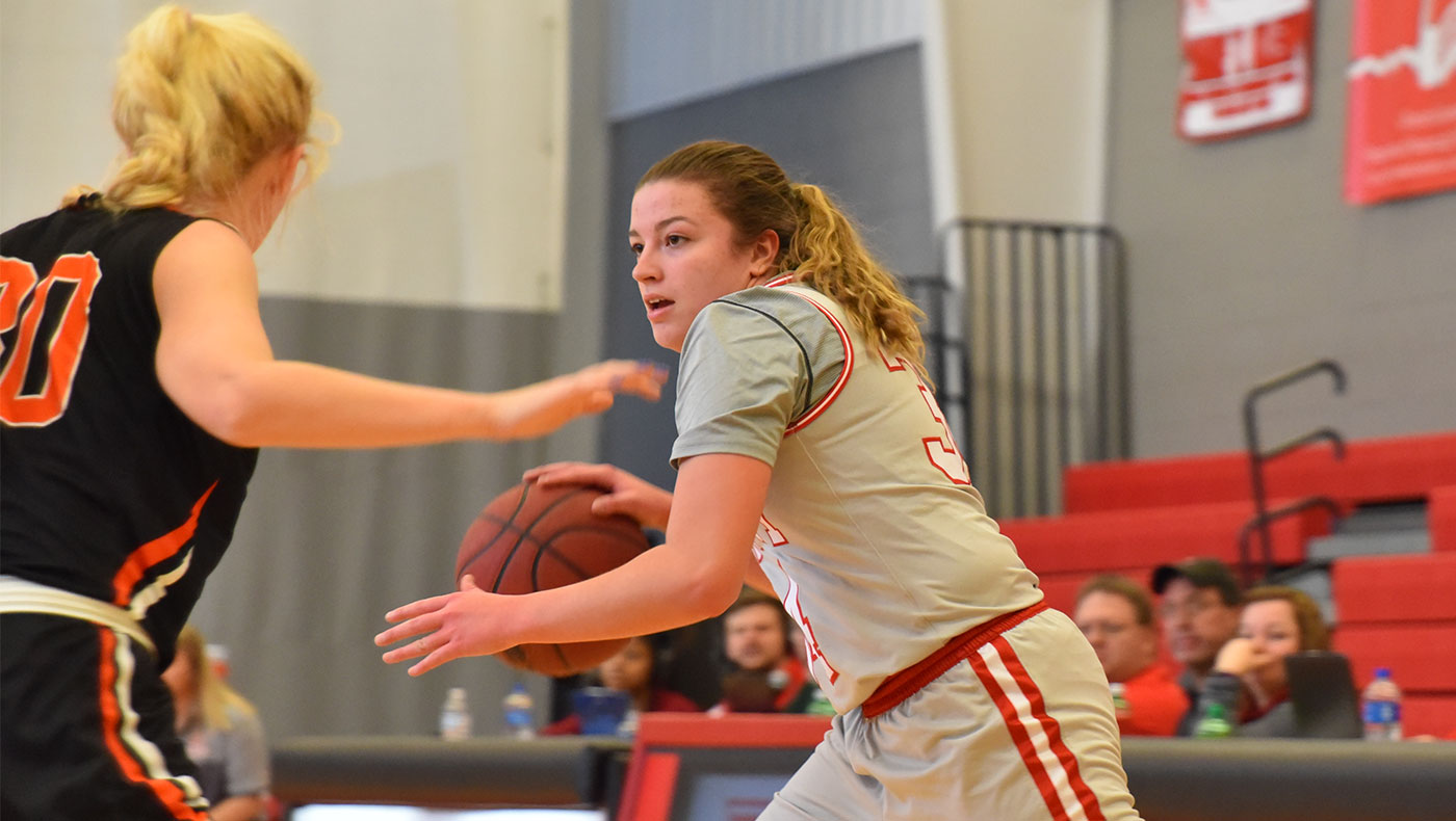 Women's basketball team loses to Albion, 76-49