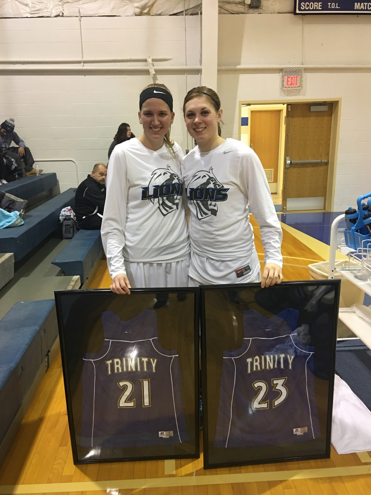 Lions WBB Wins Big on Senior Night
