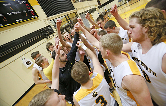 Men's Volleyball Runs Win Streak to Four