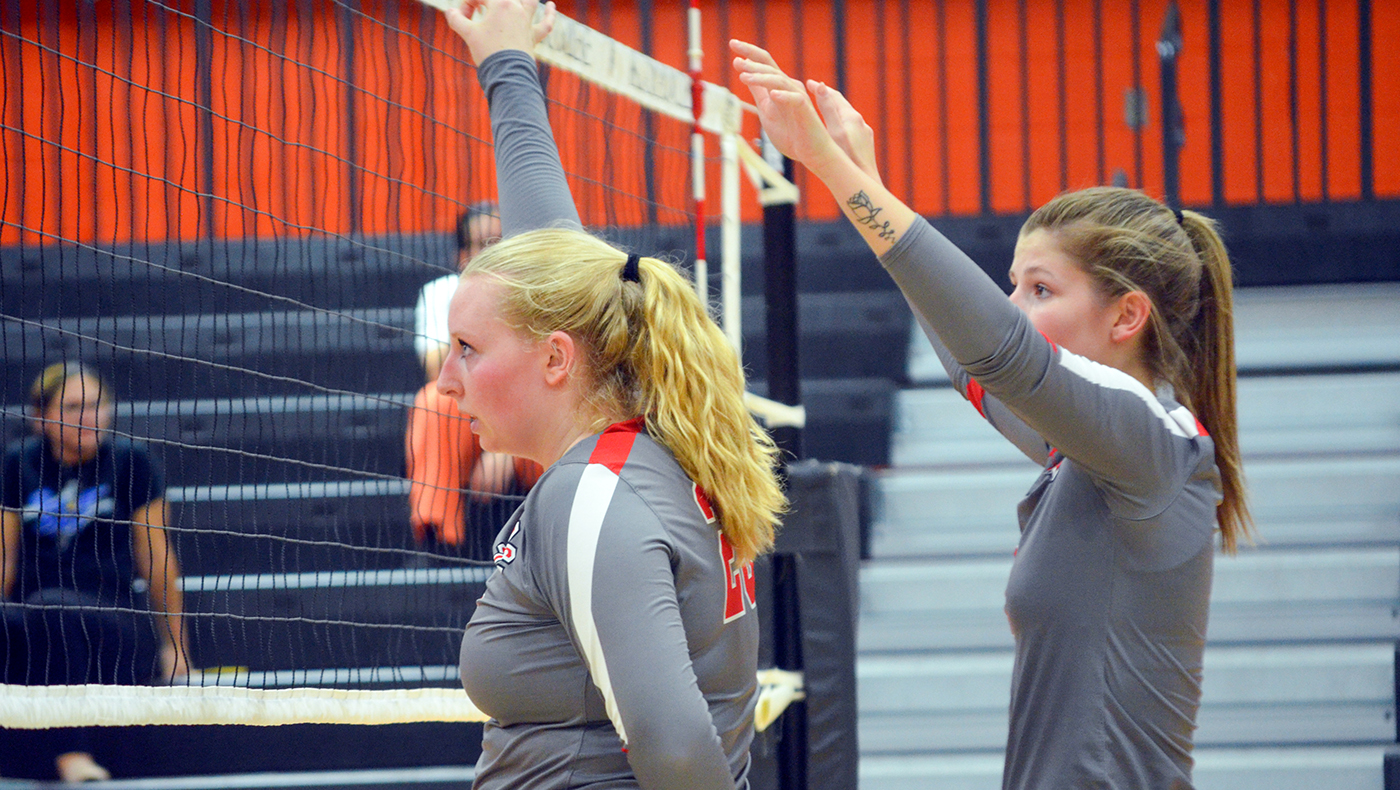 Women's volleyball team opens MIAA play with three-set win at Kalamazoo