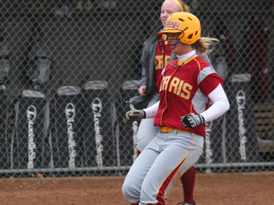 Lindsey Pettit collected two of the Bulldogs' six hits in the 3-2 game-two loss at Hillsdale.