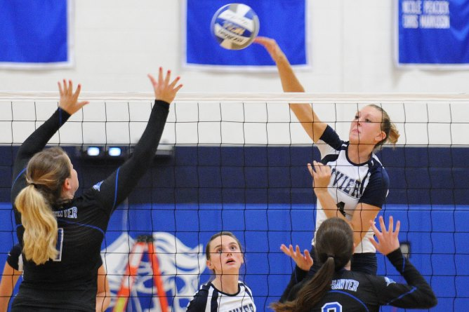 Women's Volleyball sweeps Tri-Match