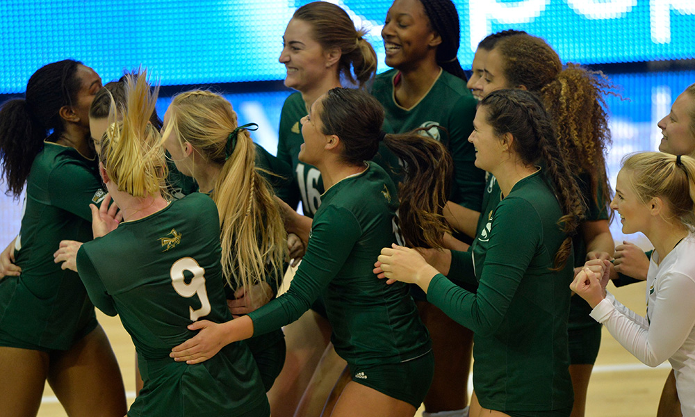 VOLLEYBALL CRUSHES PORTLAND STATE, NOW SITS ATOP THE BIG SKY'S SOUTH DIVISION WITH 4-0 LEAGUE RECORD