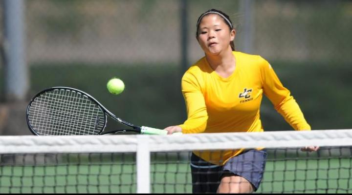 Women's tennis match against Moravian suspended tied at 4-4