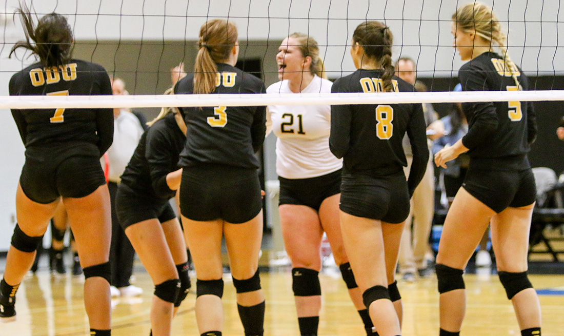 Double-Doubles By Remmetter, Young Carry Volleyball To Friday Split