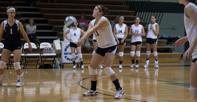 Volleyball Improves to 5-0 After Victory Over St. Mary's