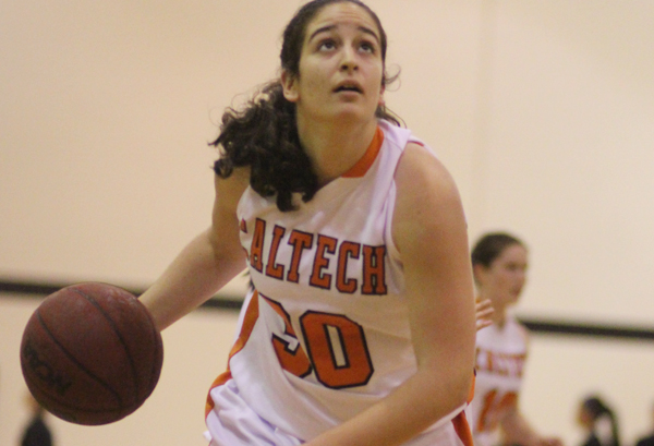 Solid First Half for La Verne Leads to Win; Wong Tallies Double-Double for Caltech
