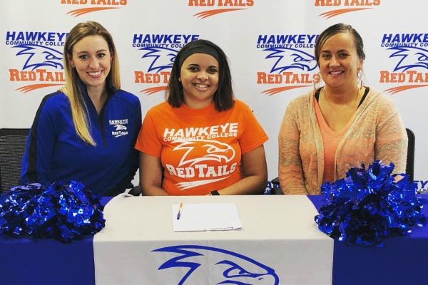 Talon Plum (center) signs her letter of intent with head coach Meghan Reilly (left) and her mother Laurie Plum (right).