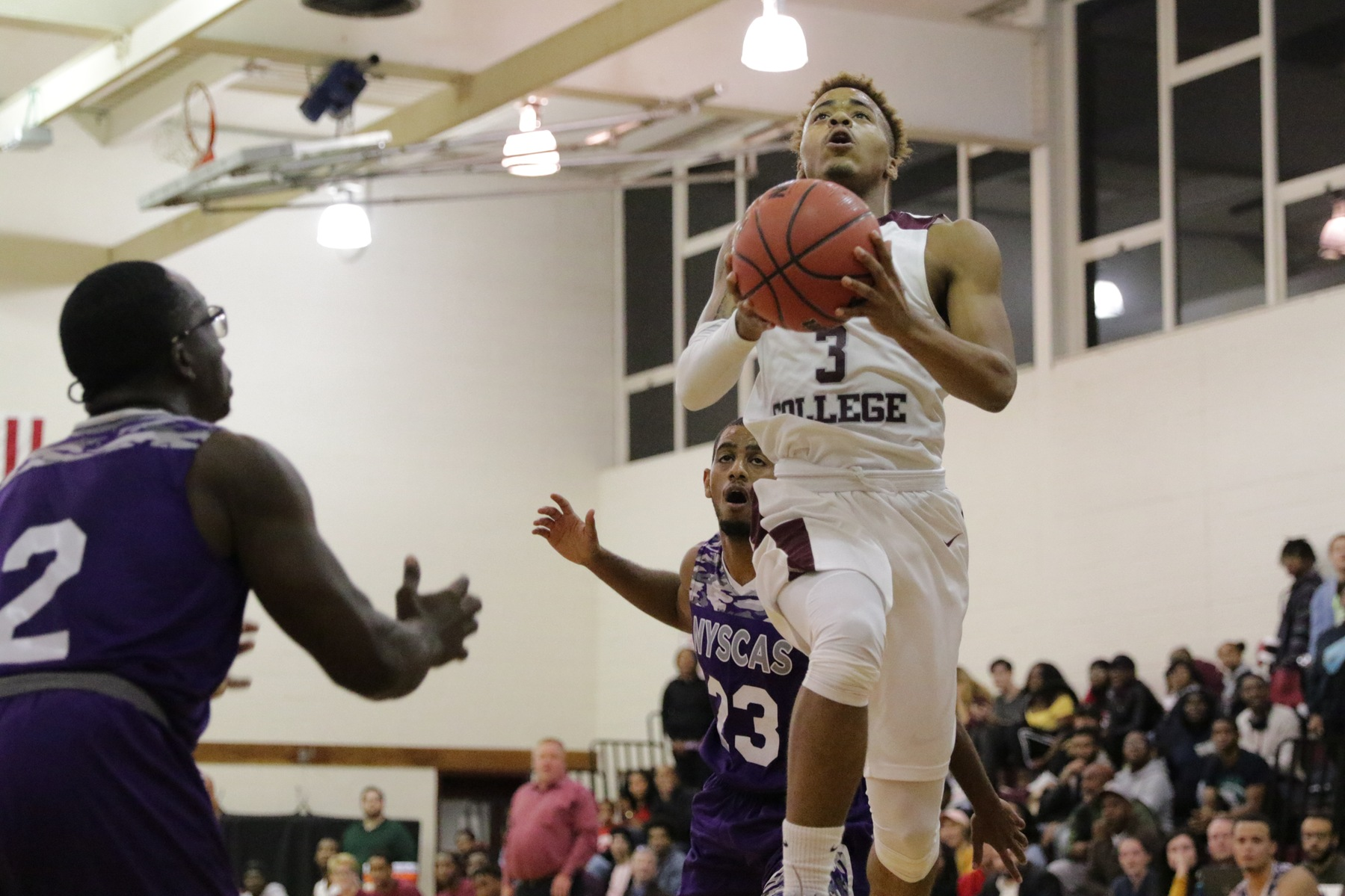 Men's Basketball Defeats Touro College