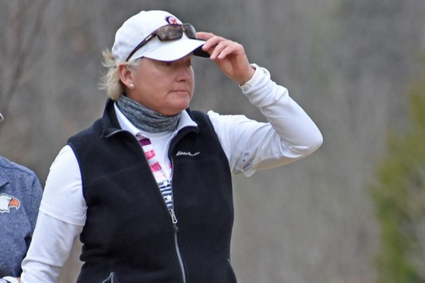 Spot at 25th helps Strudwick survive cut day at U.S. Senior Women's Open