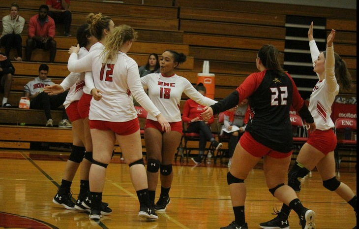 Women's Volleyball Clinches First-Place Finish with Dramatic 3-2 Win at Southern Vermont