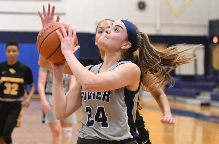 Women's Basketball: Grumblatt nets double-double in home opener