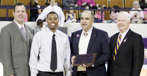 Zach Bailey receives 2010 First Tennessee Bank Scholarship