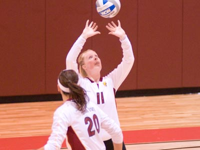 Samatha Fordyce sets up one of her match-high 27 assists to Kristy Gilchrist in Saturday's victory.