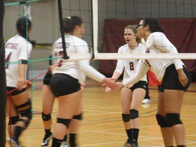 Women's Volleyball: Defeat the Titans in three