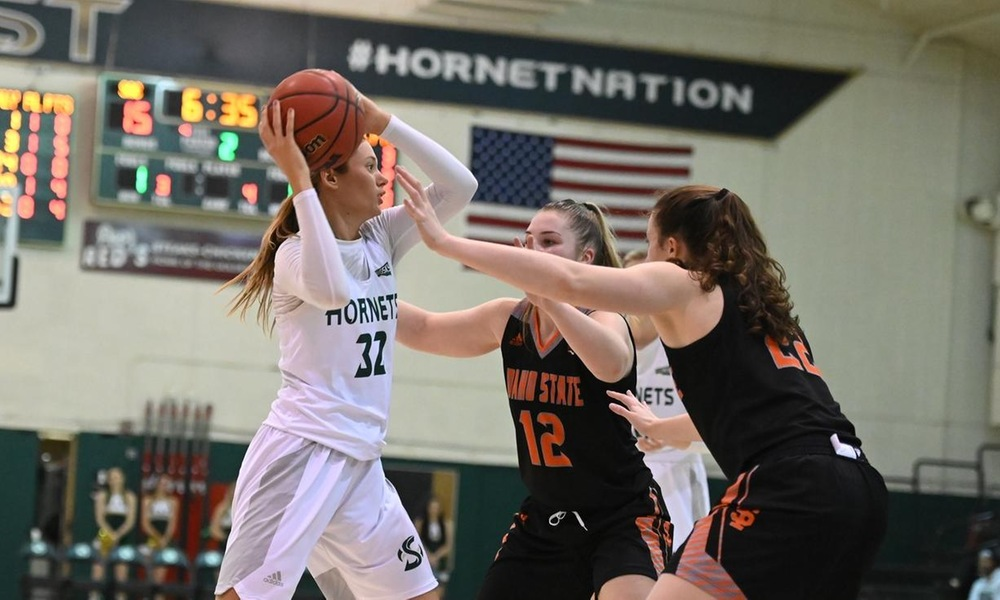 WOMEN'S BASKETBALL UNABLE TO FIND ANSWER AGAINST TOP-RANKED IDAHO STATE DEFENSE