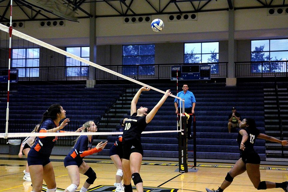 Volleyball Takes Third Consecutive Conference Match