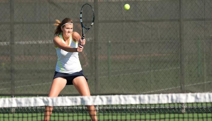 Women's Tennis Wins Two in Waverly, Iowa to Stay Undefeated