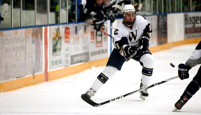 Men's Hockey Team Outlasts St. Scholastica