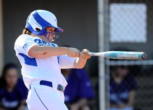 Softball Drops Doubleheader at FDU