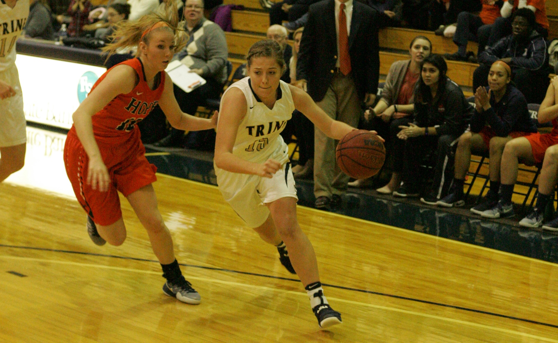 Women's Basketball Holds Off Kenyon