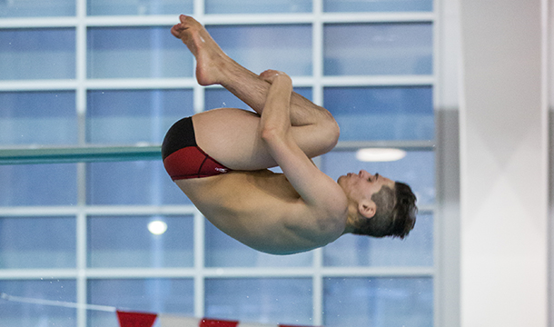 Men's Swimming Finishes Third At City Championships