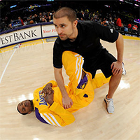 Tim DiFrancesco '03 stretching a Los Angeles Lakers player.