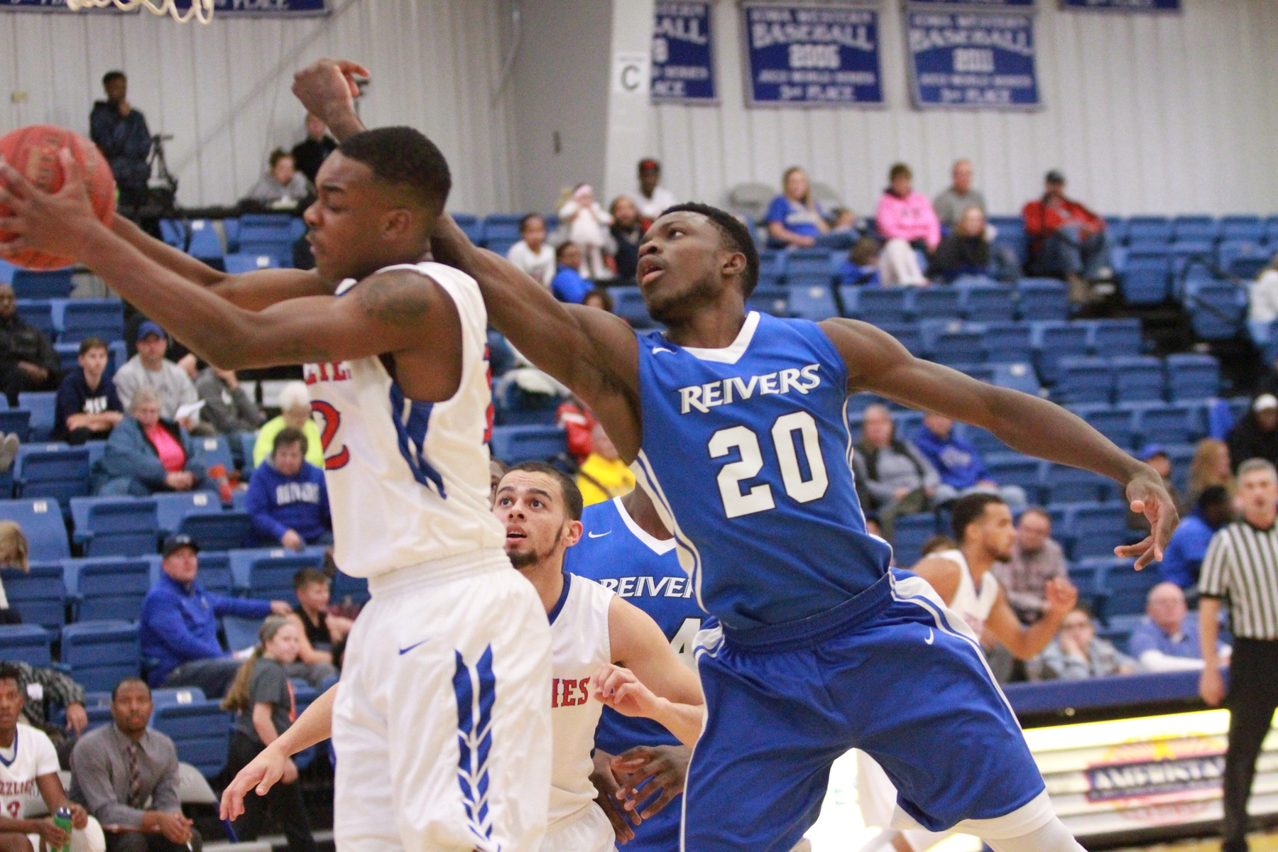 Steph Ayangma and his Reiver teammates dropped back to back games for only the first time all season in their 77-59 loss at Marshalltown. After four out of the last five games on the road, the Reivers return to Reiver Arena this Saturday night (2/3/18).