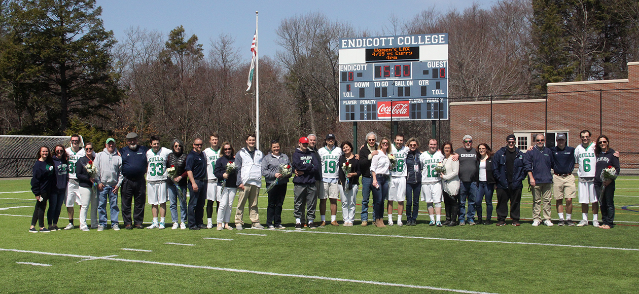 2017 men's lacrosse senior day photo with families.