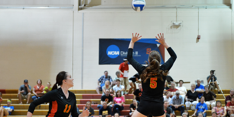 Volleyball falls to Wheaton, Carthage