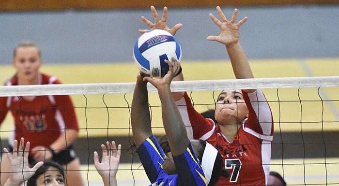 Kathya Garcia (7) led the Eagles to a 2-0 record and was named Player of the Week. (Photo by Tom Hagerty, Polk State.)