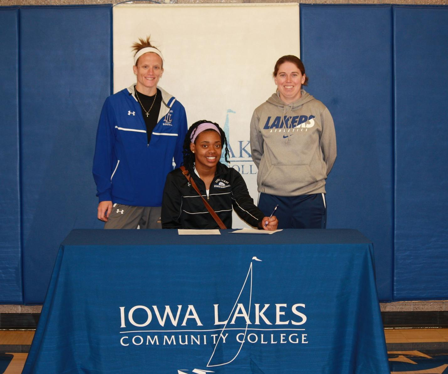 Anjanea Simms to Play Basketball at Iowa Lakes