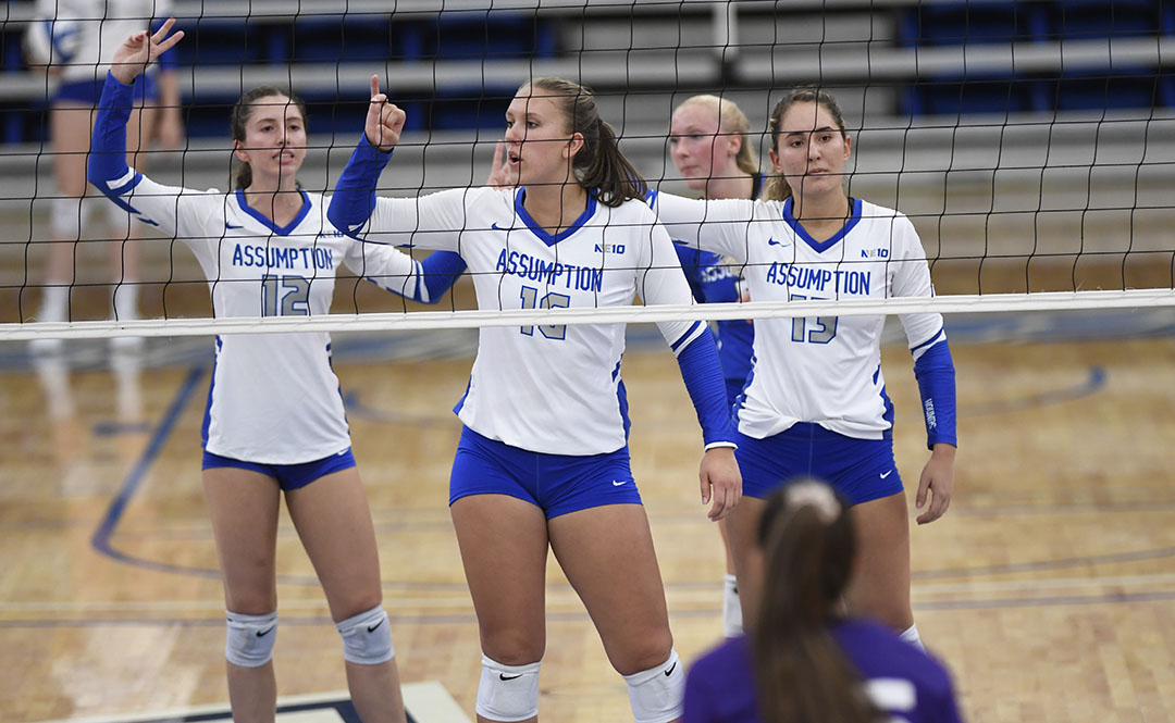 Women's Volleyball Bests Saint Michael's 3-0