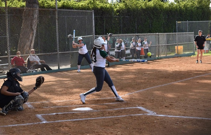Softball Suffers Tough Loss, 15-2