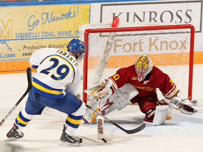 Pat Nagle backstopped 31 shots in preserving a 2-1 Bulldog win at Alaska.  (Photo by Paul McCarthy)