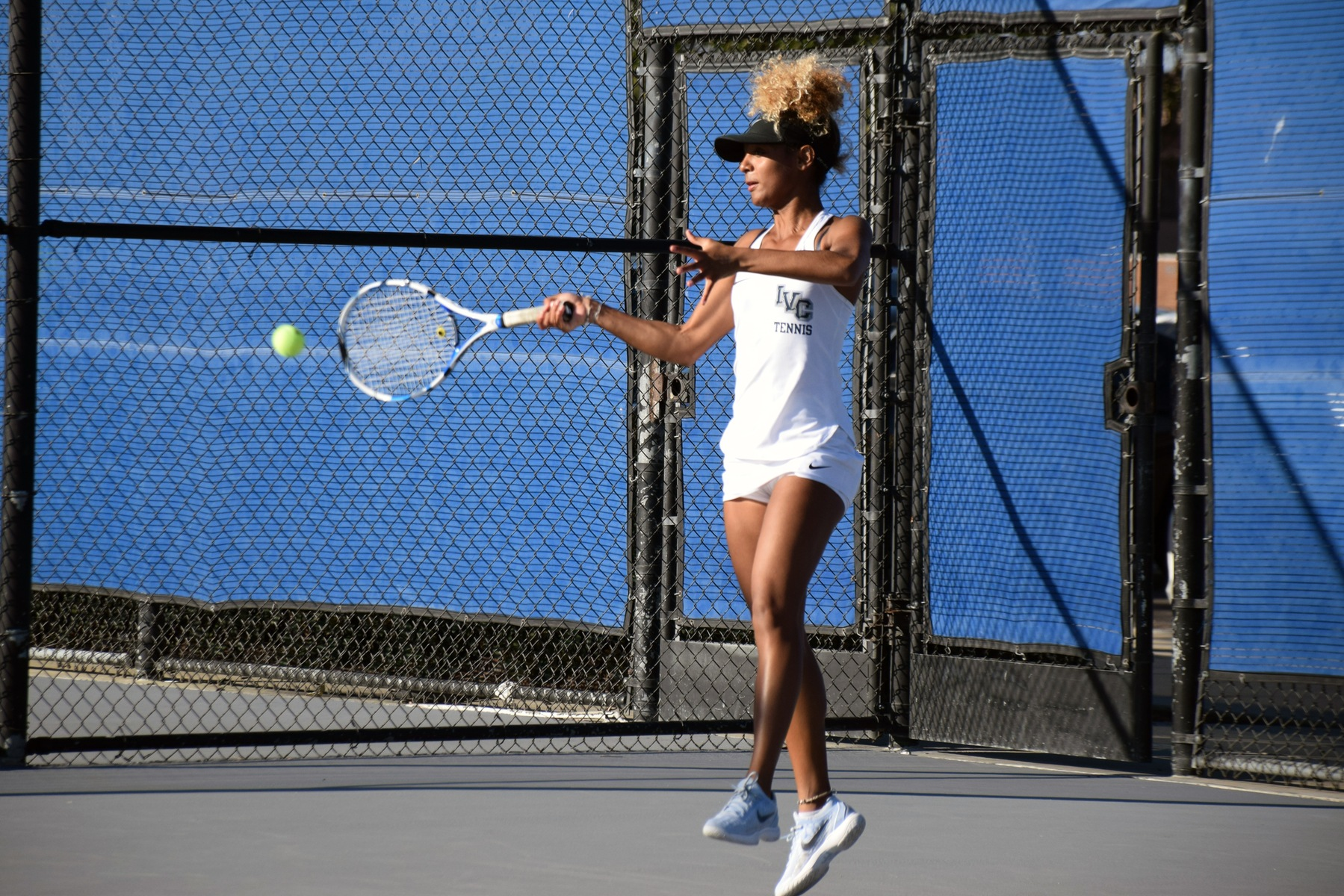 Women's tennis team finishes off Saddleback on the road