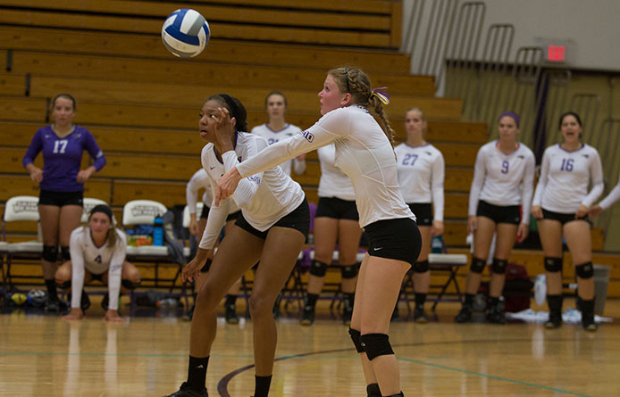 Women's volleyball splits pair, downs Maine Maritime before falling to Keene State