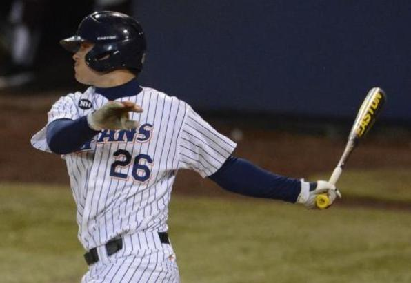 Titans Hit Back-to-Back Homers in 6-4 Win Over Trojans