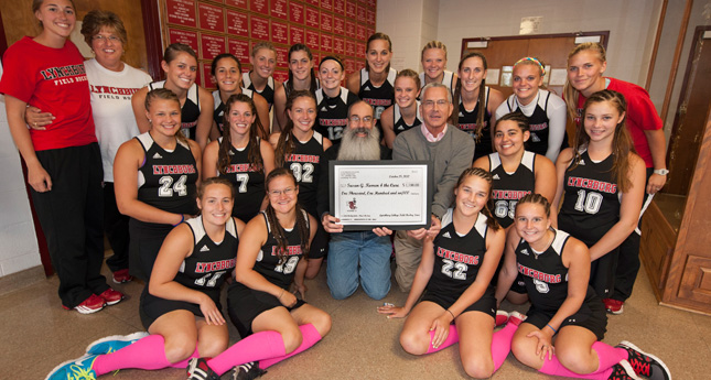 Hornet Field Hockey Raises $1,100 for the Cure