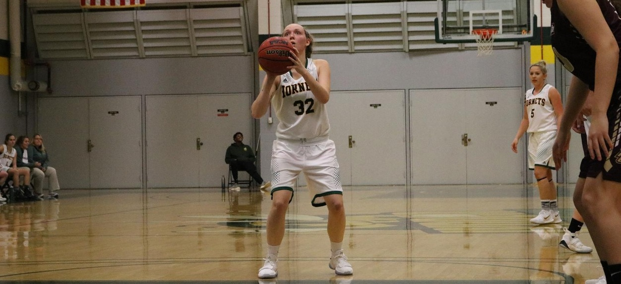 Nowrich comes from behind to defeat Hornet women