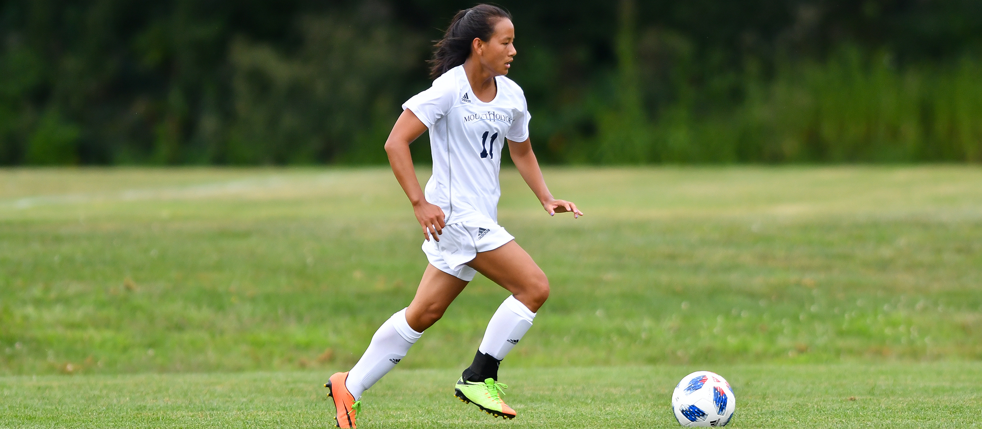 Soccer Falls to Nationally-Ranked Amherst in Non-Conference Play